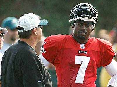 Michael Vick and the Eagles offense will try to pull out a win Sunday night. (David Maialetti / Staff Photographer)