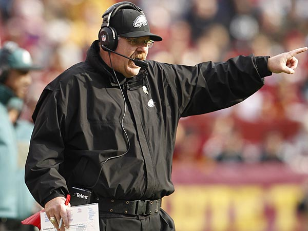 Eagles head coach Andy Reid shouts out instructions during the game.<br />Philadelphia Eagles vs Washingtown Redskins on Sunday , November 18, 2012 at FEDEX Field. (Ron Cores/Staff Photographer)