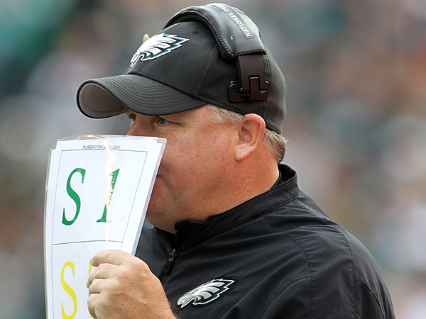 Eagles Head Coach Chip Kelly holds up his play chart against the<br />Washington Redskins. (Yong Kim/Staff Photographer)