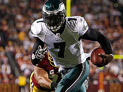 Michael Vick and the Eagles take on the New York Giants Sunday night. (David Maialetti / Staff Photographer)