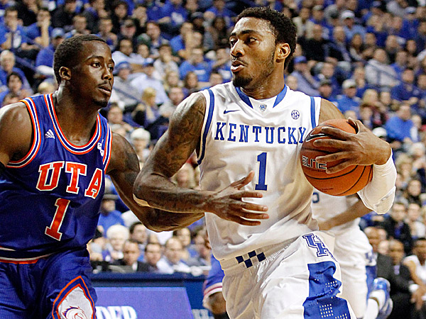 Kentucky´s James Young drives on Texas-Arlington´s Reger Dowell. (James Crisp/AP)