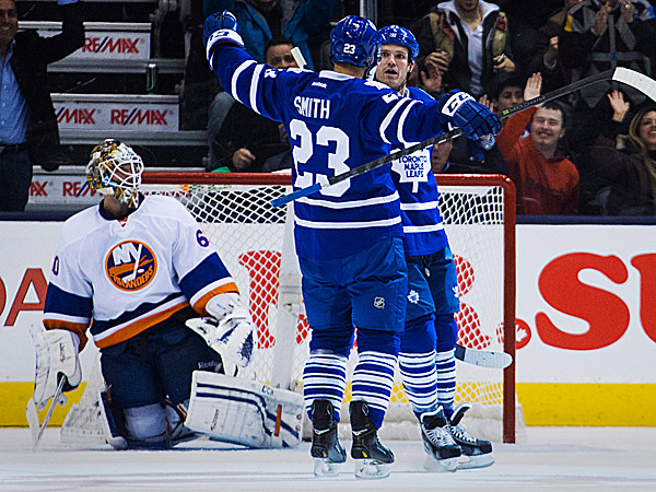 The Maple Leafs´ David Clarkson celebrates his goal with Trevor Smith against Islanders goalie Kevin Poulin. (Mark Blinch/The Canadian Press/AP)
