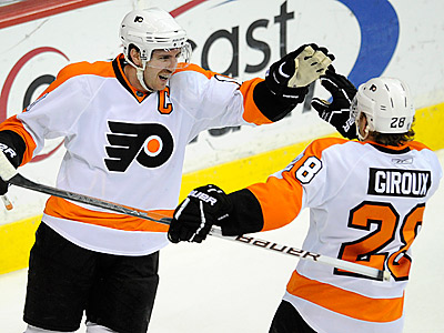 Flyers center Mike Richards and Claude Giroux, right, have both been productive for the Flyers. (AP Photo/Nick Wass)
