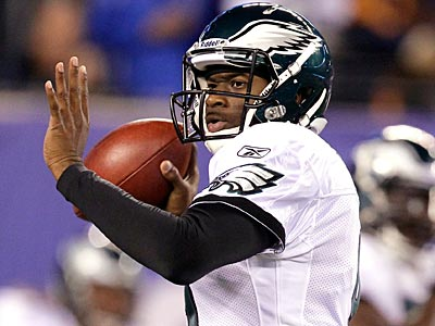 Vince Young gets his first regular season start as an Eagle because of Michael Vick´s rib injury. (Julio Cortez/AP)