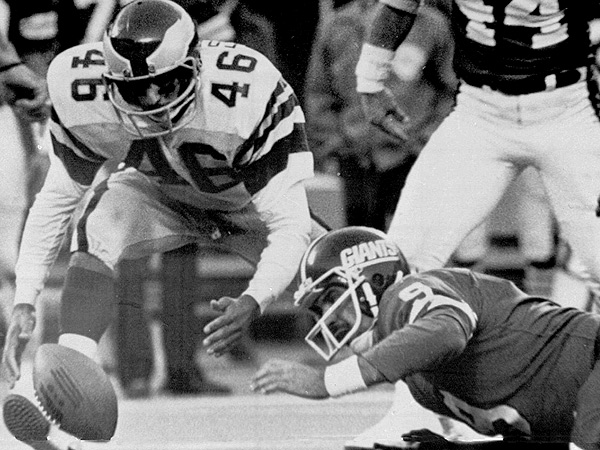Herman Edwards prepares to scoop up a fumble in front of Giants quarterback Joe Piscarcik in final seconds of November 19, 1978 Miracle in the Meadowlands game in East Rutherford, N.J. (Burnett/AP file photo)