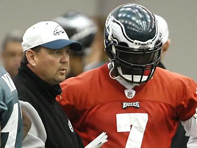Offensive coordinator Marty Mornhinweg, left, talks with quarterback Michael Vick during practice. (David Maialetti / Staff Photographer)