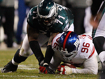 Giants´ Barry Cofield, right, recovers Michael Vick´s fumble as Jason Peters battles for the ball. (David Maialetti/Staff Photographer)