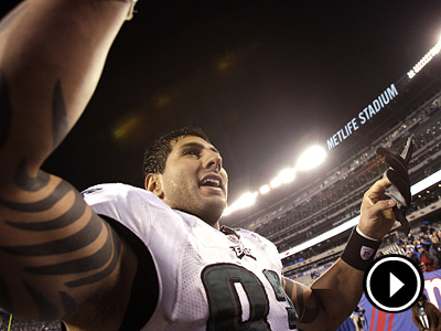 Jason Babin and the Eagles stunned the Giants on Sunday.  (David Maialetti  / Staff Photographer)