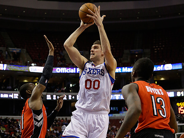 Spencer Hawes delivered 28 points, 10 rebounds, three assists and a blocked shot in the 76ers´ win over the Raptors. (Matt Slocum/AP)