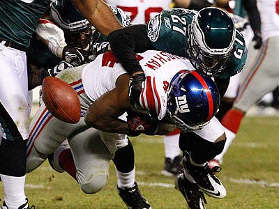 Quintin Mikell and the Eagles forced five turnovers against the Giants, including this fumble by Ahmad Bradshaw. (Ron Cortes/Staff Photographer)
