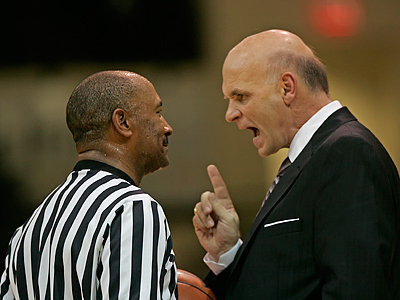 Phil Martelli and the St. Joe´s Hawks take on Drexel tonight in college hoops action. (Michael Bryant / Staff Photographer)