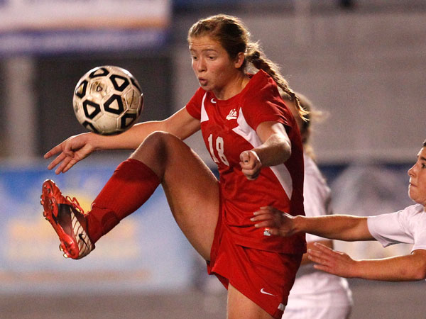 Neshaminy´s Megan Schafer tries to control the ball in front of Spring-Ford´s Brianna Crino. (Ron Cortes/Staff Photographer)