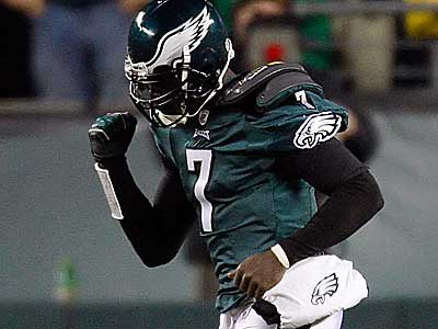 After Sunday´s win over the Giant, Michael Vick and the Eagles sit atop the NFC East. (David Maialetti / Staff Photographer)