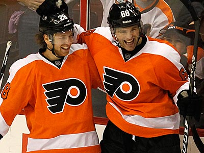 Claude Giroux and the surprising play of Jaromir Jagr have brought the Flyers to 13-7-3 so far this season. (Ron Cortes/Staff file photo)