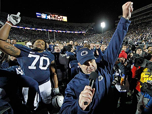 Penn State head coach Bill O´Brien, center, celebrates with his team after a 24-21 overtime win against Wisconsin. (Gene J. Puskar/AP)