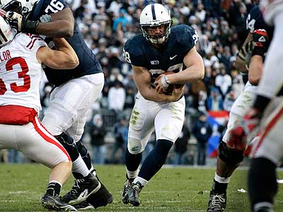 Penn State running back Zach Zwinak looks for room to run during the first quarter. (AP Photo/Gene J. Puskar)