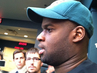 Vince Young talks to the media following the Eagles´ practice Friday afternoon. (Photo: Les Bowen)