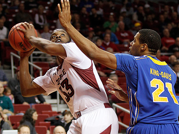 Temple´s Scootie Randall looks to shoot over Delaware´s Marvin King-Davis.  (Yong Kim/Staff Photographer)