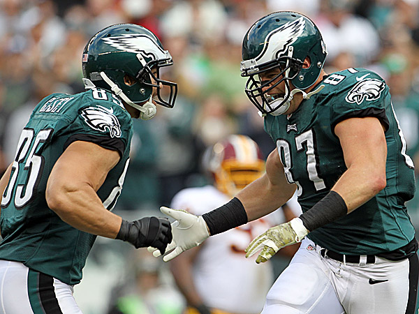 Eagles tight ends James Casey and Brent Celek. (Yong Kim/Staff Photographer)