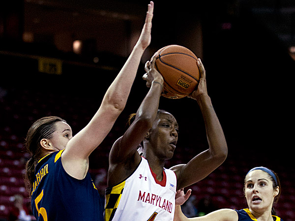 Maryland´s Laurin Mincy passes the ball as Drexel´s Sarah Curran tries to block during the second half. (Jose Luis Magana/AP)