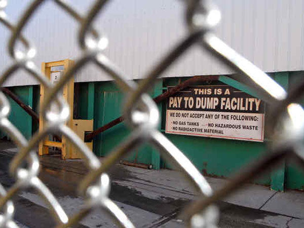 The sign at the gate of Richard S. Burns & Co. Inc., of Phila., makes it clear that this enterprise looks upon trash as a revenue-producing item. (Tom Gralish / Staff Photographer)
