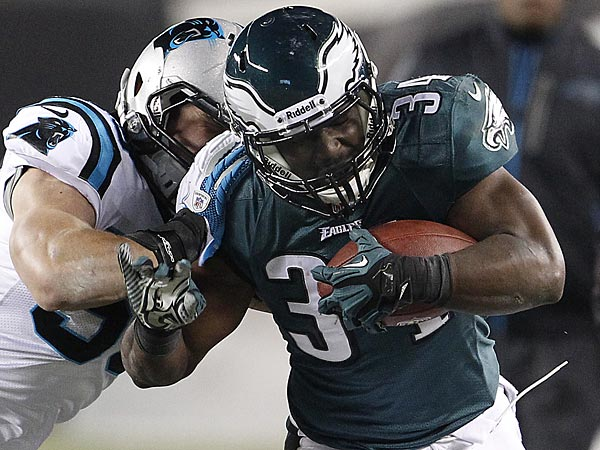 Eagles running back Bryce Brown is pushed out of bounds by the Panthers´ Luke Kuechly during the first quarter of the Eagles´ 30-22 eventual loss to the Panthers Monday night at Lincoln Financial Field (Ron Cortes / Staff Photographer)