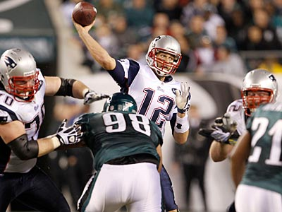 Patriots quarterback Tom Brady throws against the Eagles in the first half on Sunday. (Yong Kim/Staff Photographer)
