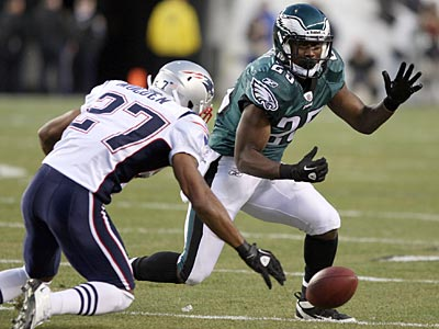 Eagles running back LeSean McCoy drops a pass in the first quarter against the Patriots. (Yong Kim/Staff Photographer)