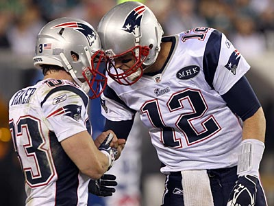 Tom Brady (12) and Wes Welker (83) picked apart the Eagles´ defense. (Yong Kim/Staff Photographer)