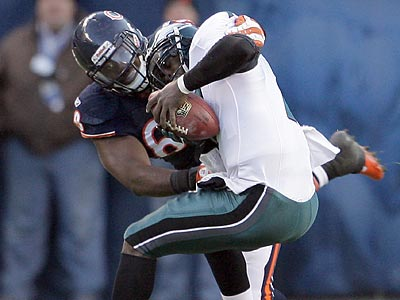 Michael Vick was sacked four times by the Chicago Bears´ defense. (Yong Kim/Staff Photographer)
