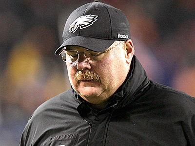 Eagles´ head coach Andy Reid walks off the field after losing to the Chicago Bears.  (Yong Kim/Staff Photographer)