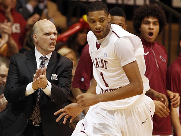 St. Joe´s C.J. Aiken runs by head coach Phil Martelli. (Yong Kim/Staff file photo)