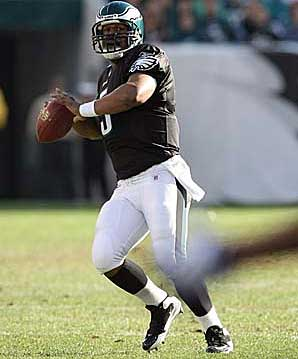 Donovan McNabb completed five of eight passes for 115 yards during the Eagles´ two scoring drives in the fourth quarter against the Redskins. (Yong Kim / Staff Photographer)