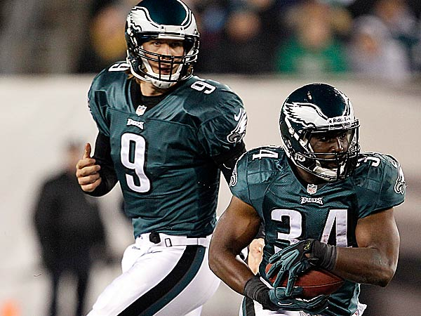 Nick Foles and Bryce Brown lead the Eagles into Sunday night´s game against the Cowboys. (Yong Kim/Staff Photographer)