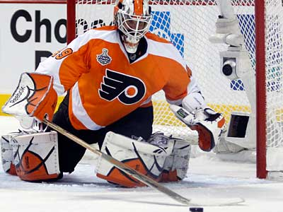 Goalie Michael Leighton is on a rehab assignment with the Flyers´ AHL affiliate. (Yong Kim / Staff Photographer)