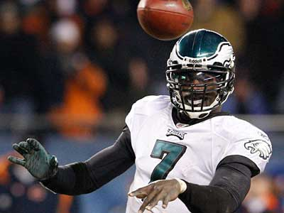 Michael Vick and the Eagles are back in action Thursday night. (Ron Cortes / Staff Photographer)