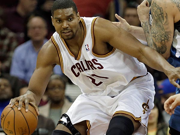 Cleveland Cavaliers´ Andrew Bynum (21) backs in on Minnesota Timberwolves´ Nikola Pekovic, from Montenegro, during an NBA basketball game Monday, Nov. 4, 2013, in Cleveland. (AP Photo/Mark Duncan)