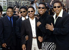 The Jacksons are a huge disappointment. Randy Jackson is picured here -he´s wearing the hat - but he´s not in the show.