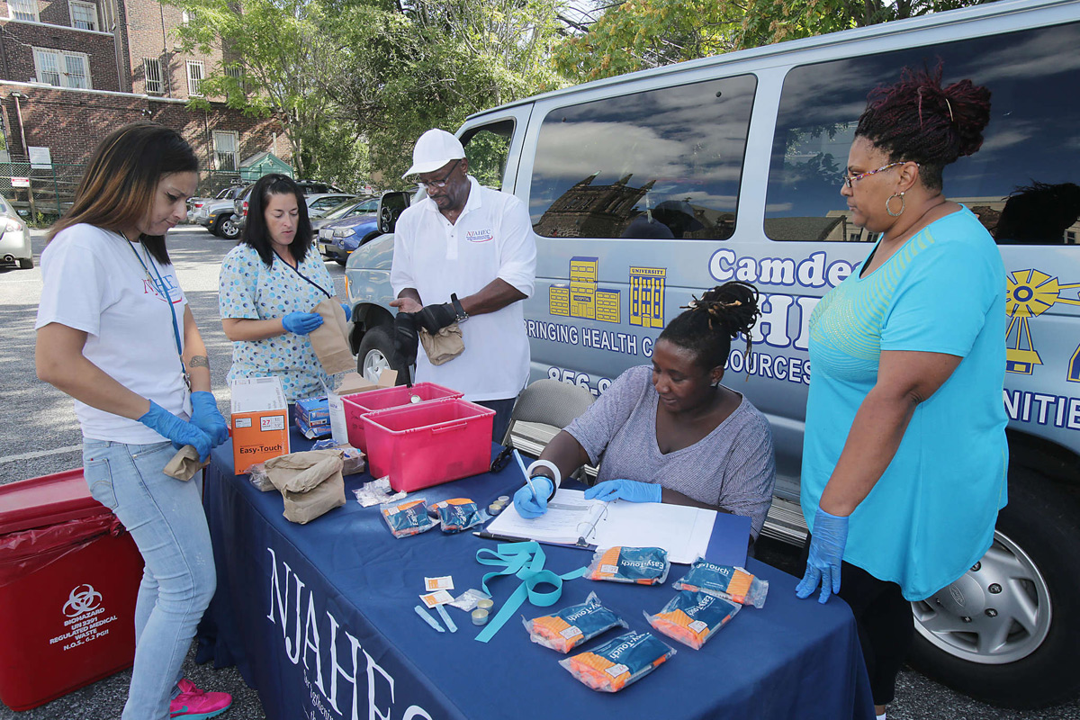 the best solution to needle exchange programs Us under fire over needle exchanges for aids prevention getting users into drug treatment is the best way to although needle-exchange programs are.