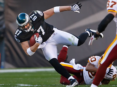 A source close to the situation said Brent Celek will make $33 million over the life of the contract, with $11 million in bonus money. (Ron Cortes/Staff Photographer)