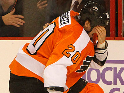 The Flyers have announced that Chris Pronger is out indefinitely with ´concussion like symptoms´.  (Ron Cortes/Staff Photographer)