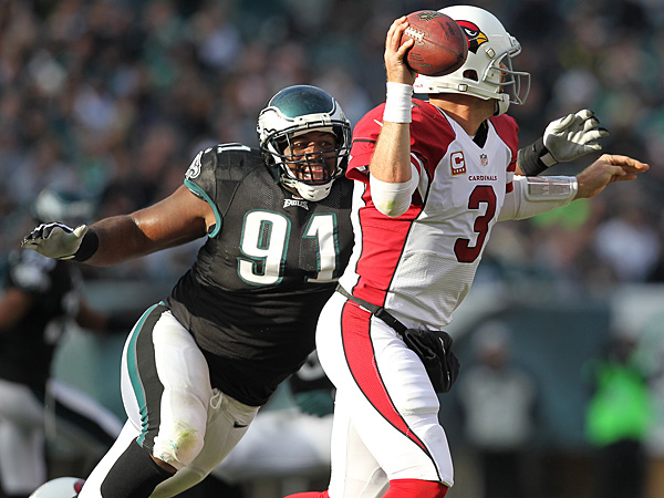Eagles defensive lineman Fletcher Cox pressures Cardinals quarterback Carson Palmer. (David Maialetti/Staff Photographer)
