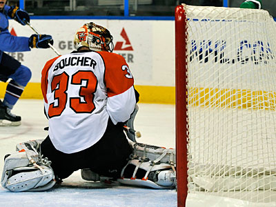 Flyers Goalie Brian Boucher (33) attempts to guard the net against the Thrashers. (AP Photo / Gregory Smith)