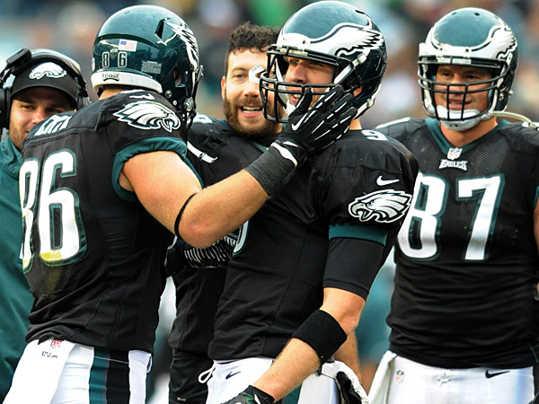 Eagles tight end Zach Ertz celebrates a touchdown reception with quarterback Nick Foles (center) during a game in 2013. (Clem Murray/Staff Photographer)