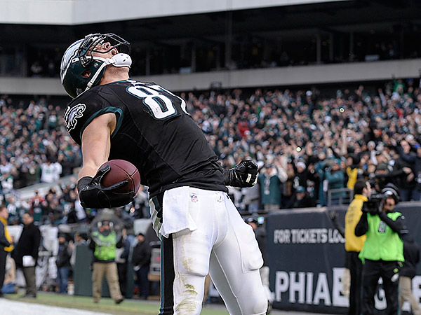 Eagles tight end Brent Celek celebrates after scoring a touchdown during the first half against the Cardinals. (Michael Perez/AP)