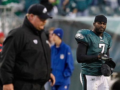 Michael Vick returns to the lineup this week against the Dolphins. (Ron Cortes/Staff file photo)