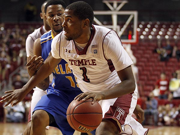 Temple´s Khalif Wyatt dribbles the basketball against Delaware´s Larry Savage on Sunday, November 25, 2012. (Yong Kim/Staff Photographer)