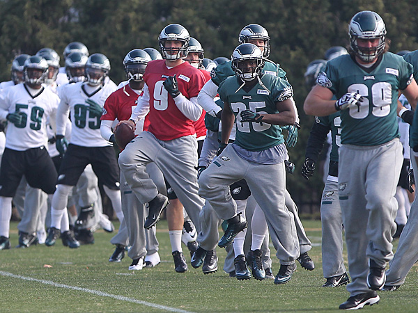 The Eagles warm up before practice on Tuesday, December 3, 2013. (David Maialetti/Staff Photographer)