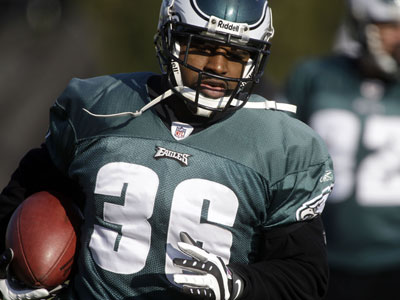"The Eagles´ Brian Westbrook runs with the ball during football practice in Philadelphia on Wednesday. Westbrook did not practice Friday. Coach Andy Reid said he withheld the running back because of the artificial turf. Although BWest is listed as ""questionable"" for Sunday´s game, Reid said Westbrook ""should be able to go"" against the Giants. (AP Photo / Matt Rourke)"