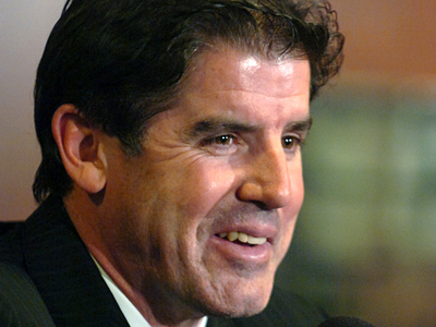 New head coach Peter Laviolette presided over his first Flyers practice today.  (Clem Murray / Staff Photographer)